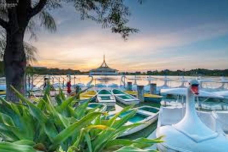 De Botan Sri Nakharin : Suan Luang Rama IX